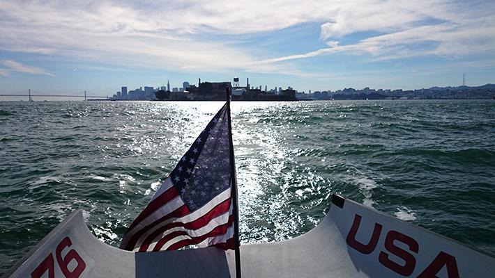 世界最高峰のヨットでサンフランシスコの風を切る