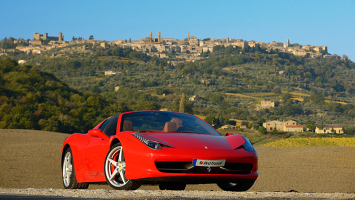 フェラーリでドライブするトスカーナの旅